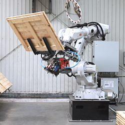 Robot do produkcji palet i skrzyń - nowa inwestycja w fabryce Rotom Polska
